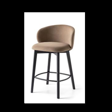 tuka pusbario kėdė